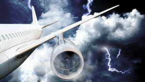 Почему молнии не вредят самолетам