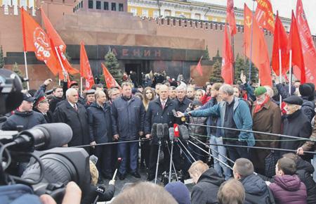 Коммунисты отбили Ленина и Красную площадь