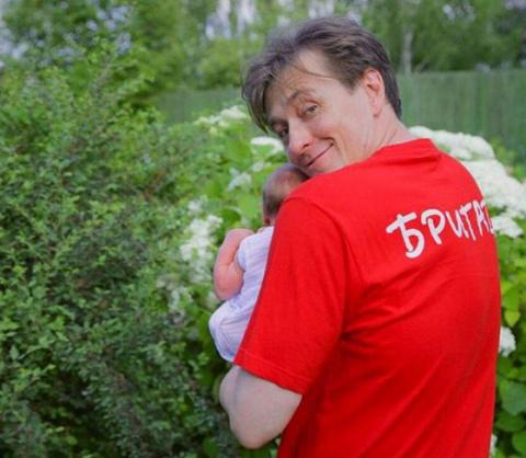 Сергей Безруков показал новое фото с маленькой дочкой