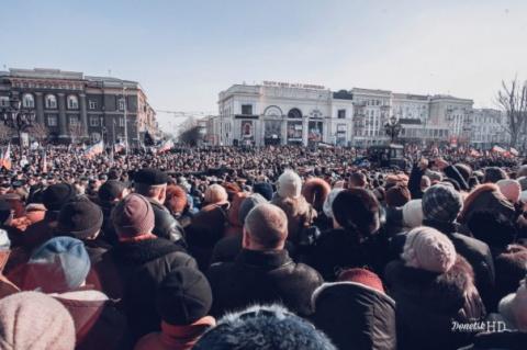 «Украинцы, вы видели, чтобы так хоронили «террористов»?» УкроСМИ истерят из-за похорон героя