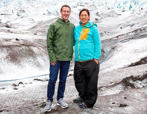 Основатель Facebook Марк Цукерберг опубликовал первое фото беремнной жены