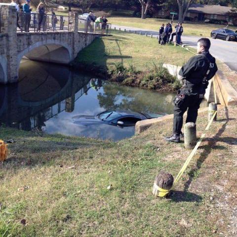 Двое подростков разбили и утопили спорткар Aston Martin