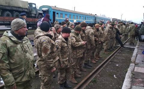 Бойцы украинской армии разбегаются по хатам от грядущей «мясорубки»