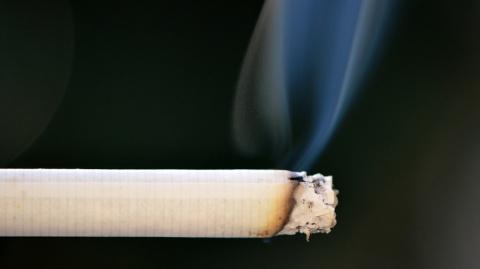 Ученые выявили необычную закономерность между курением и здоровьем пожилых