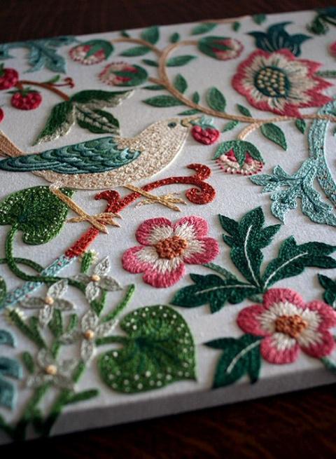 Якобинская вышивка (крюил) — диковинные цветы райского сада, вышитые шерстью