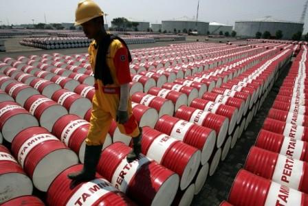 Reuters: нефть вплюсе, в2017-м ожидается рост до $60 забаррель