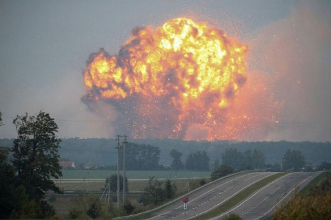 Пожар под Винницей: боеприпасы будут взрываться еще трое-четверо суток