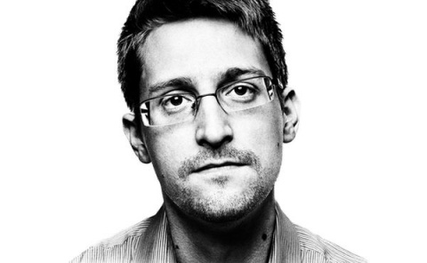 Захарова в ответ на предложение выдать Сноудена: вид на жительство продлен