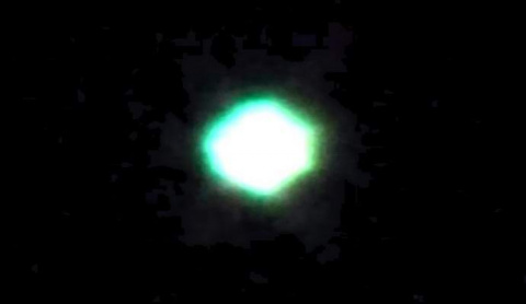 Над ночным Новосибирском засняли сияющий НЛО