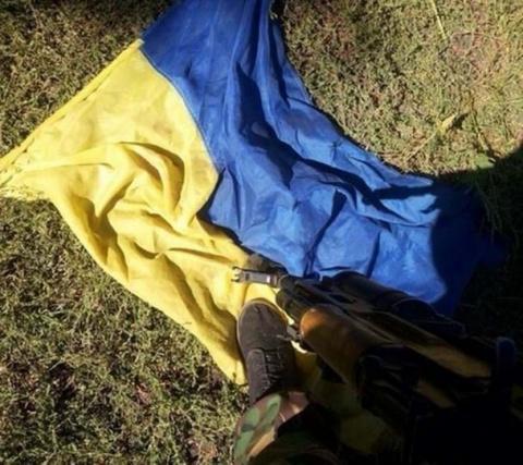 Столица сопротивляется? В Киеве разгоняли радикалов и топтали украинский флаг