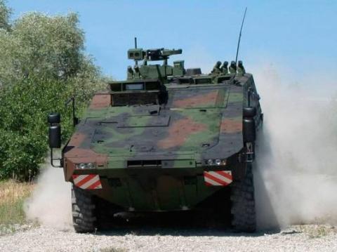 НАТОвский бронетранспортер вылетел в кювет в Эстонии