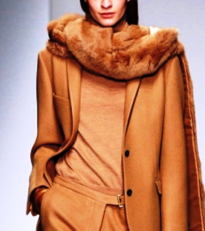 Изюминка и украшение вашего образа в холода — модный теплый шарф