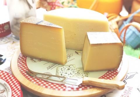 """Как понять, что перед вами не сыр, а """"сырный продукт""""."""