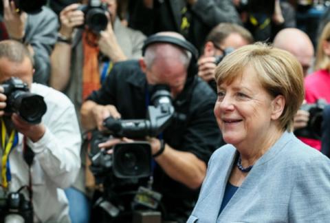 Консерваторы Меркель выступили против создания СШЕ
