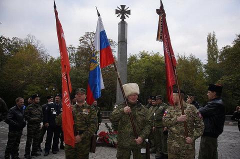 Помощник Путина прилетел на открытие памятника добровольцам Донбасса