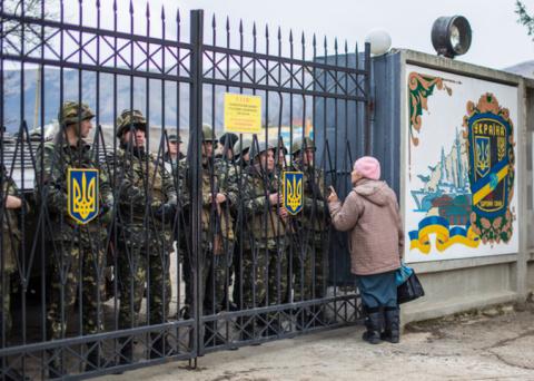 Украинцы смогут выехать из страны только через военкомат
