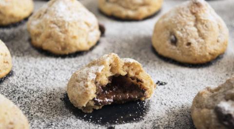 Творожное печенье с шоколадной начинкой - видео рецепт