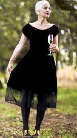 Маленькое черное платье как палочка-выручалочка для женщины элегантного возраста