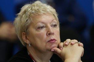 Васильева предложила вернуть в школы уборку классов и сельские бригады