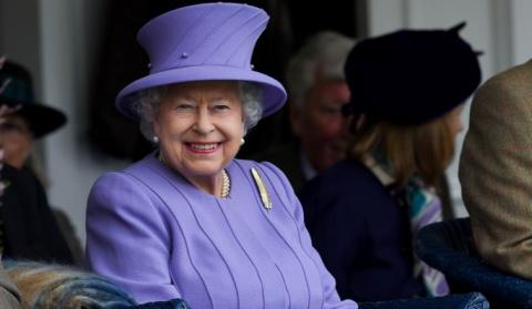 Елизавета II отвернулась от внучек