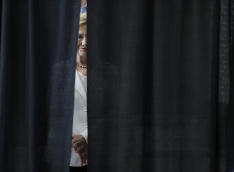 Клинтон признала поражение на выборах после просьбы Обамы