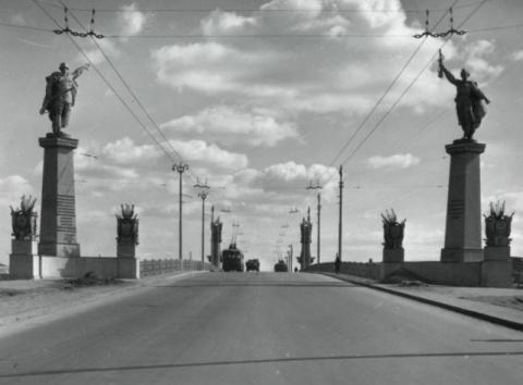 Памятник подвигу