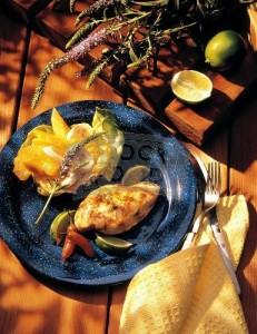 Запеченная курица с фруктами