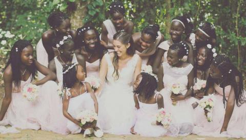 23-летняя американка отправилась в Уганду и удочерила 13 детей