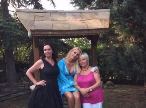 Мама Леры Кудрявцевой назвала дочь и Сергея Лазарева хорошими подружками