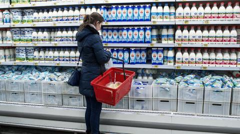 Молоку разрешат иметь синева…