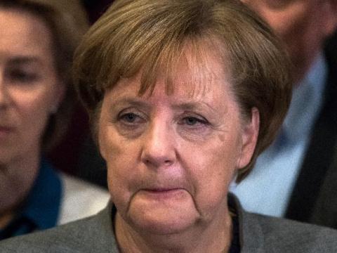 Меркель призвали покинуть пост канцлера ФРГ