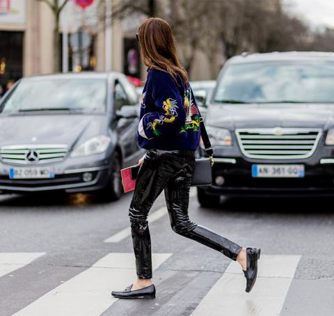 Женщина-кошка возвращается! Как носить черные латексные брюки