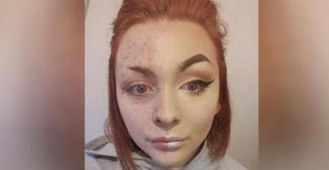 Она делала макияж каждый ден…