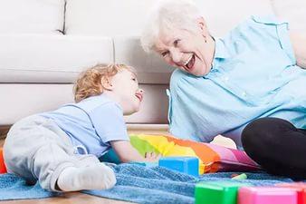 Стоит ли обижаться детям на родителей, что они не занимаются внуками?