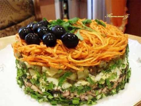Пикантный праздничный салат