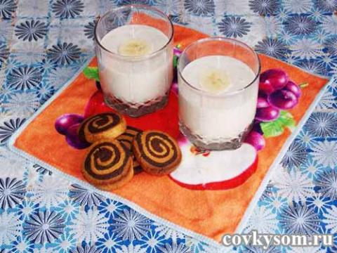 Банановый молочный коктейль …