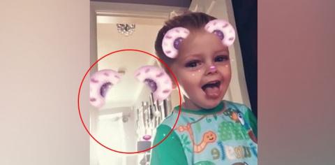 """Британка случайно """"поймала"""" в Snapchat призрака, когда снимала сына на видео"""
