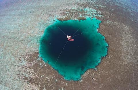 Найдена самая глубокая голубая дыра