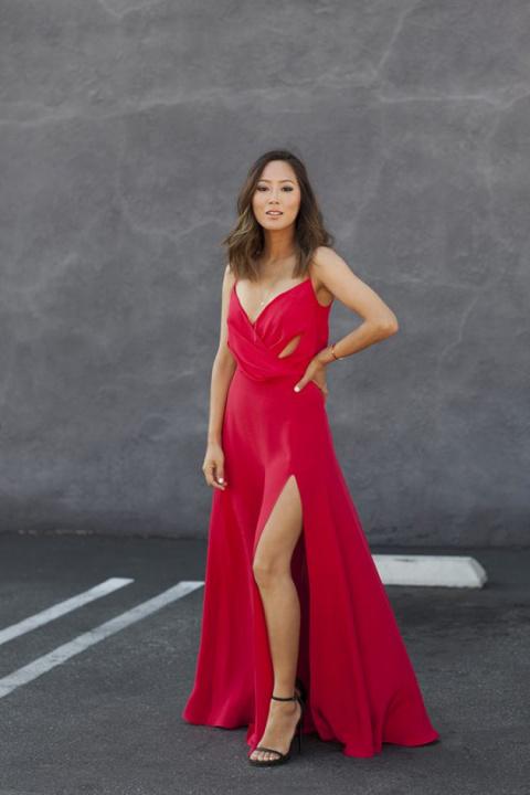 Платья с вырезами на талии – тренд сезона