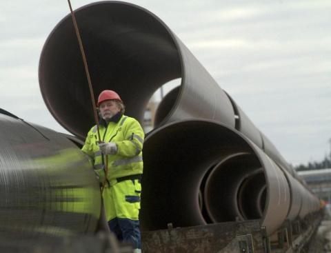 Германия, помогая Газпрому, …
