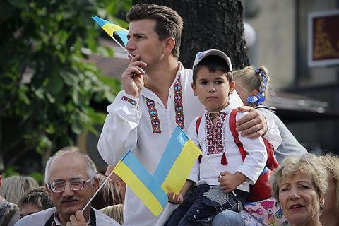 Согласно данным опроса, почти половина украинцев хорошо относятся к России