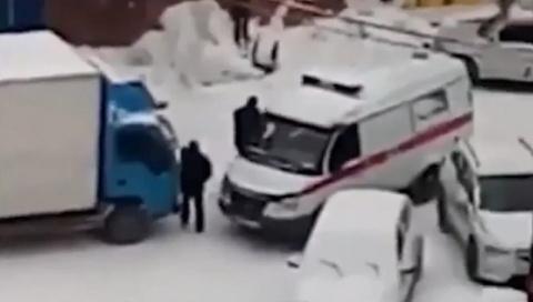 Новый конфликт между СКОРОЙ ПОМОЩЬЮ и грузовиком. Неожиданный итог
