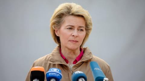 Министру обороны Германии пр…