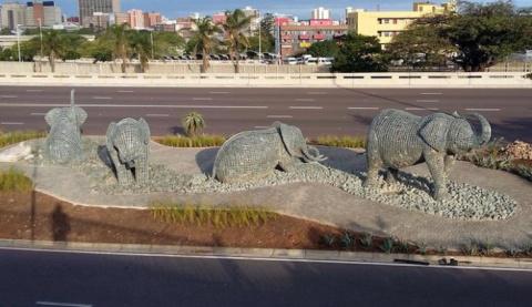 Каменные слоны в ЮАР