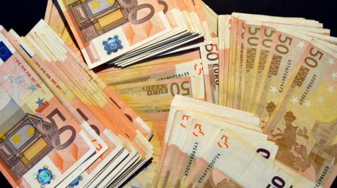 Десятки тысяч евро оказались в канализации Женевы