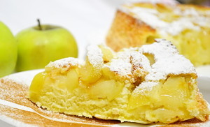 Яблочная шарлотка с творогом