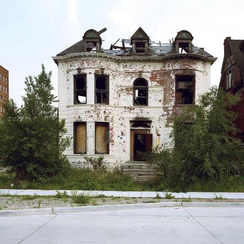 40 заброшенных домов