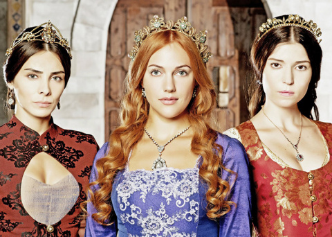 Что смотреть: 7 сериалов с самыми великолепными костюмами