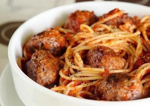 Спагетти с мясными шариками …