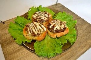 Бутерброды с консервированной сайрой